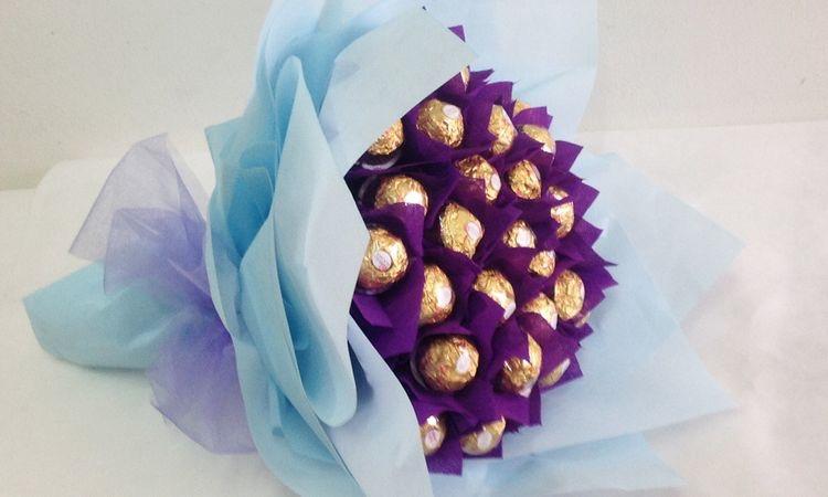 Ramo de Rosas hechas de papel con bombones.